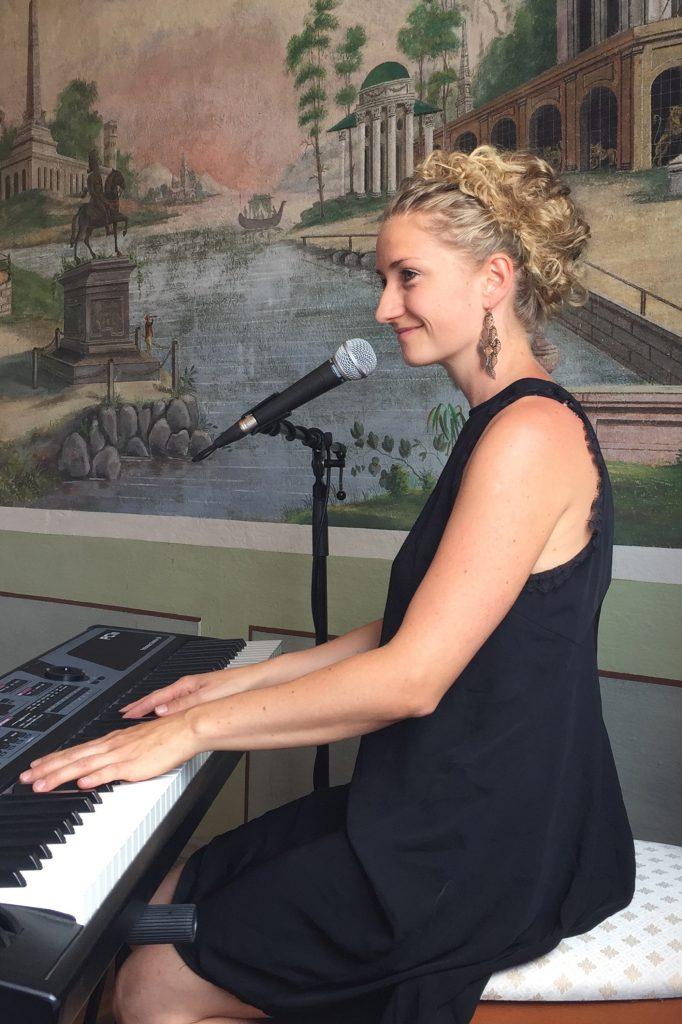Sängerin Berlin Anne Fraune Trauung Firmenfeier Hochzeit